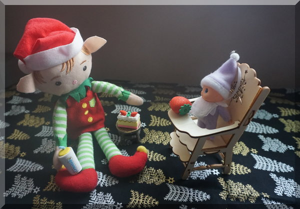 Tinkles and Baby Elf having some morning tea
