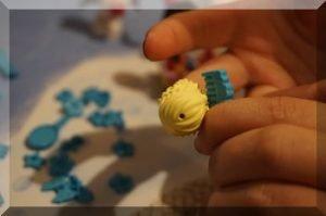 Combing a Lego girl's hair (Friends advent calendar)