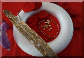 Requireemtns to make a poinsettia Christmas wreath