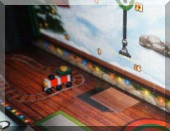 Lego train on teh tracks of the 2017 advent calendar
